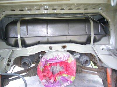 la jauge est remplacée et le réservoir repeint ainsi que le compartiment moteur