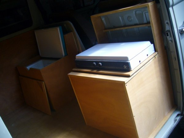 Et enfin une assise derrière le passager intégrant le réchaud !!
