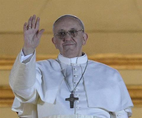 el ángelus Francisco exhorta: 'Alegría y coraje al anunciar el evangelio'