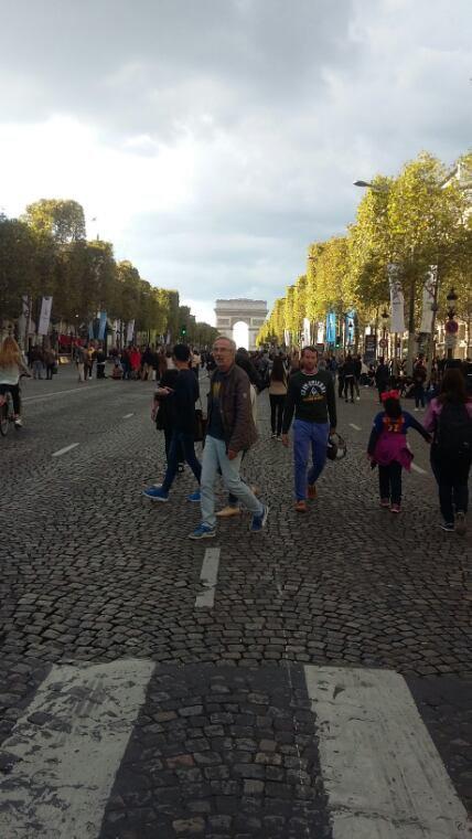 Aux Champs Elysées...
