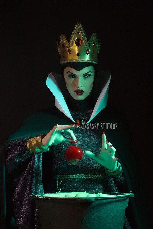 La Reine Grimhilde / La Sorcière ( Admin )