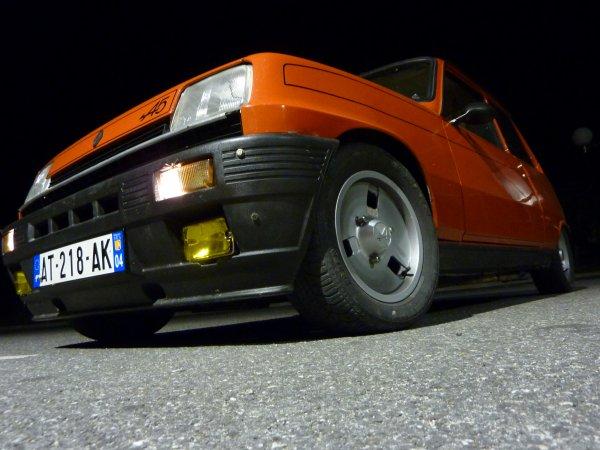 On dirait que la voiture est orange!!