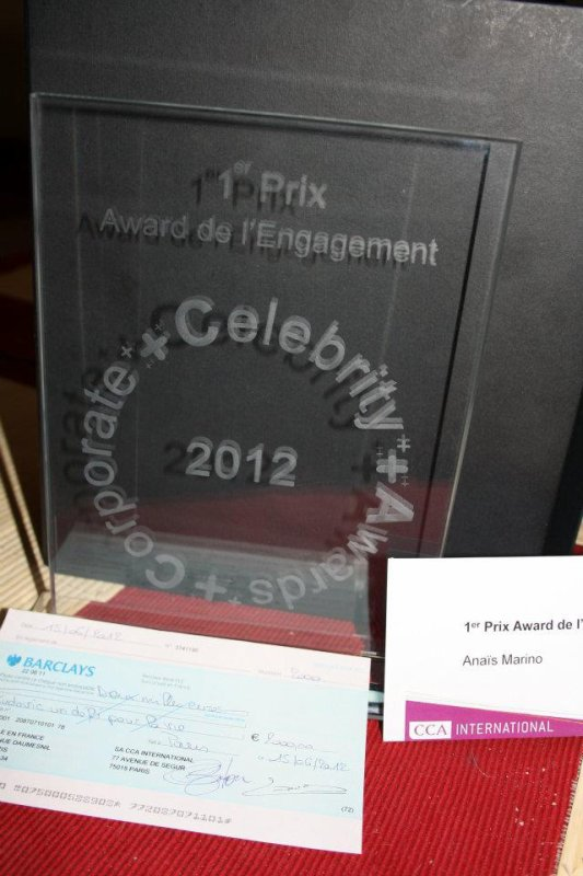 1 er prix AWARD DE L' ENGAGEMENT CORPORATE CELEBRITY AWARDS 2012……ANAIS MARINO pour L'association  LUDOVIC UN DEFI POUR LA VIE.