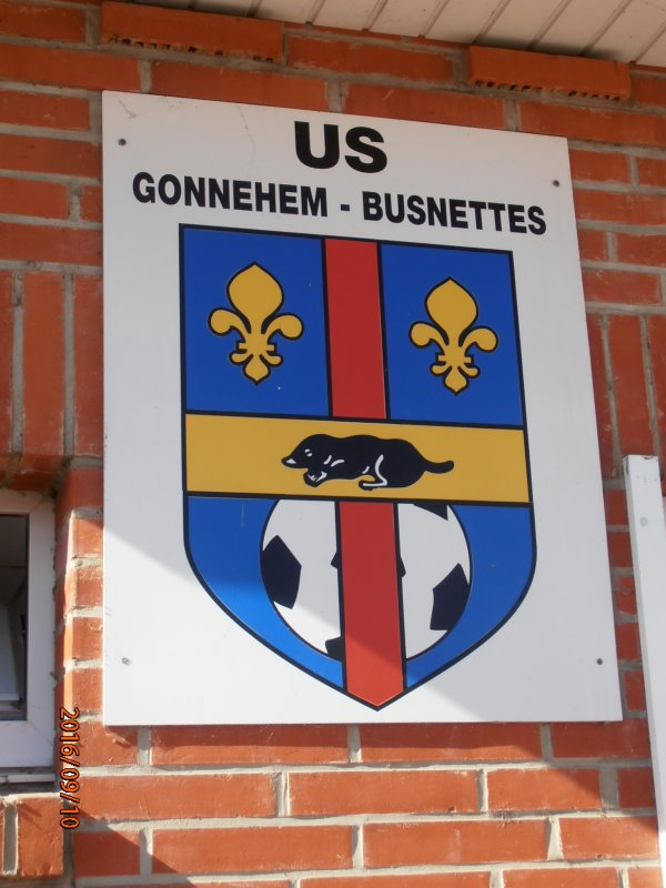 DON D'UN DEFIBRILLATEUR AU CLUB DE FOOTBALL DE GONNEHEM 62.