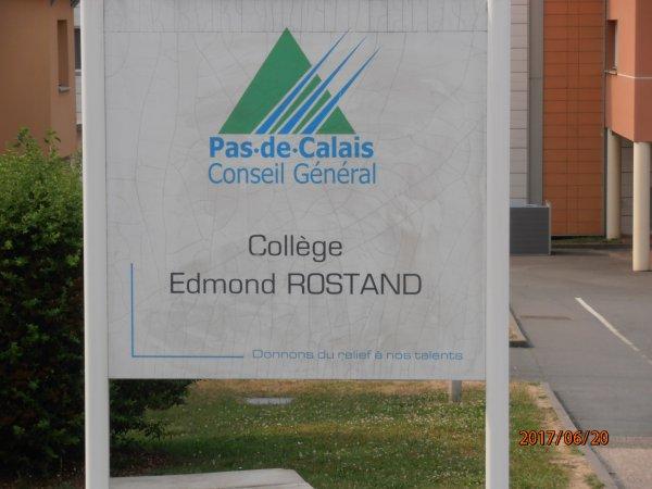 DON D'UN DEFIBRILLATEUR AU COLLEGE EDMOND ROSTAND DE BRUAY LA BUISSIERE 62.