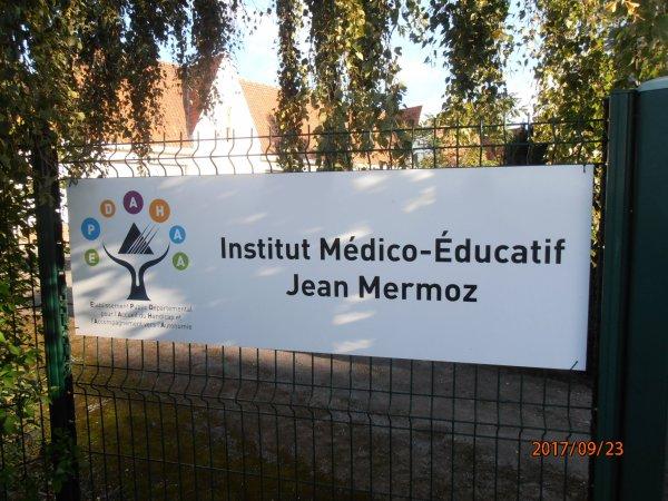 DON D'UN DEFIBRILLATEUR A L INSTITUT MEDICO EDUCATIF JEAN MERMOZ DE BULLY LES MINES 62.