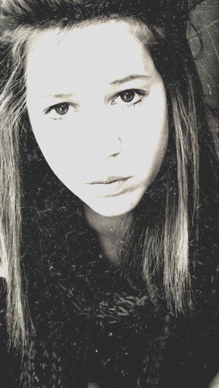 Crois pas au bouches qui te disent « je t'aime » mais aux yeux qui pleurent pour toi ♥ ... 