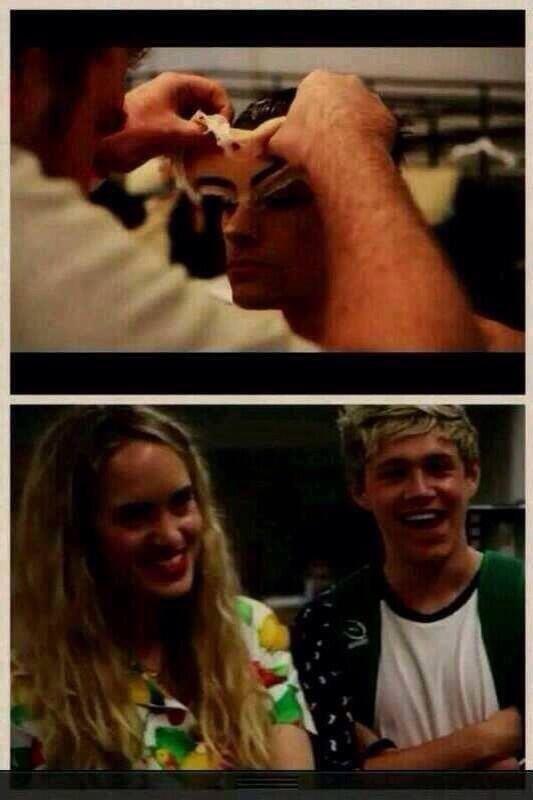 La blonde a coter de Niall c'est Zayn omgggg :')