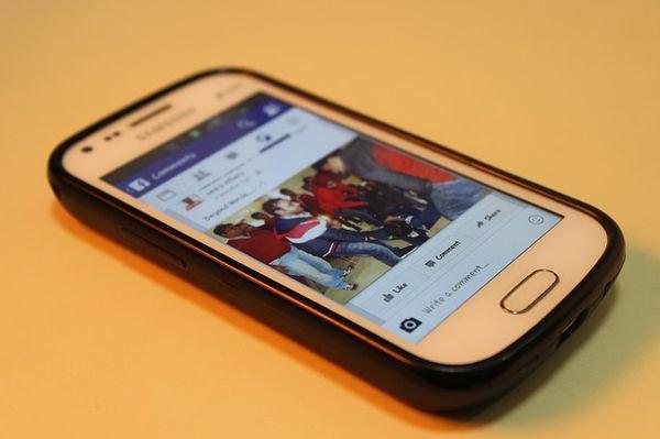 Facebook : bientôt le son sur les vidéos en autoplay ?