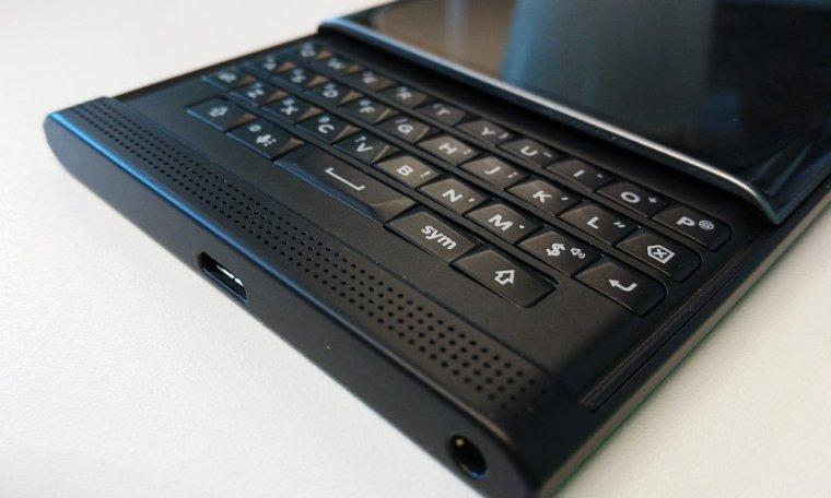 C'est officiel, BlackBerry arrête la fabrication de smartphone !