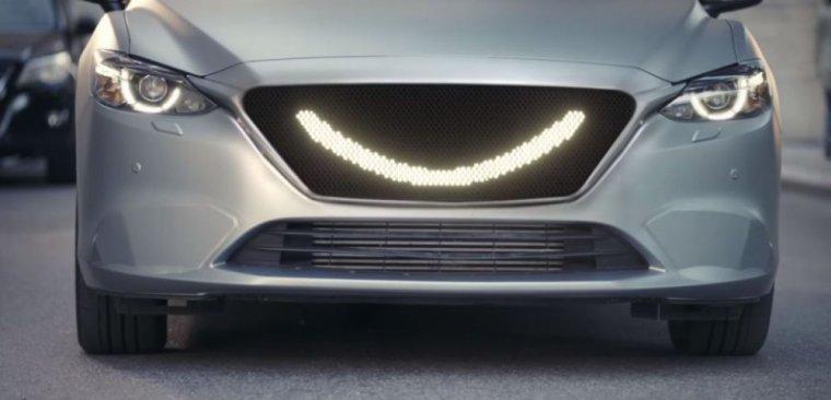 Piéton, quand la voiture sourit, c'est le moment de traverser