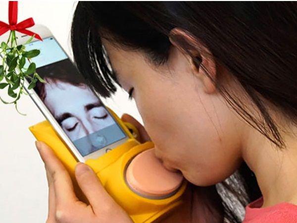 Un gadget bizarre et flippant pour s'embrasser à distance