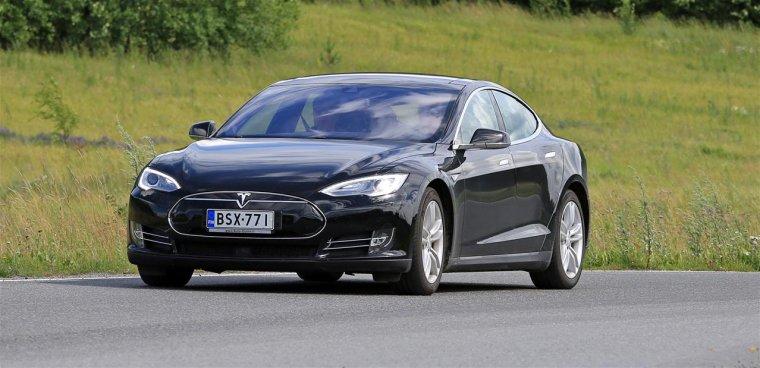 Accident mortel : Tesla hors de cause selon la NHTSA, qui vante le pilote automatique