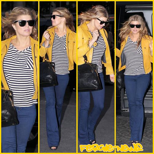 Fergie est vu arriver à l'hôtel à Paris
