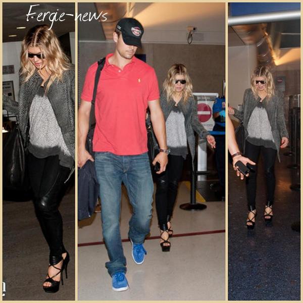 Fergie et son mari Josh Duhamel sont de retour dans Los Angeles après avoir passé quelques jours à New York. Ils ont été repérés à l'aéroport de LAX