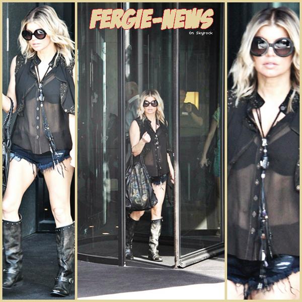 Fergie a été vu quittant son hôtel à Düsseldorf , en Allemagne.