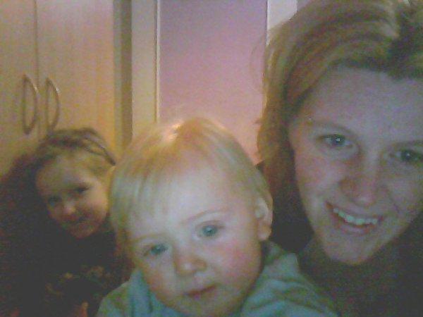 Sandra et ses petits Johanna et Ewan ...