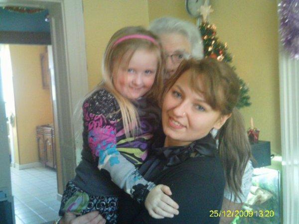 suite ....Tatie Julia et ma petite fille Johanna et papi réunis sur la photo hihih