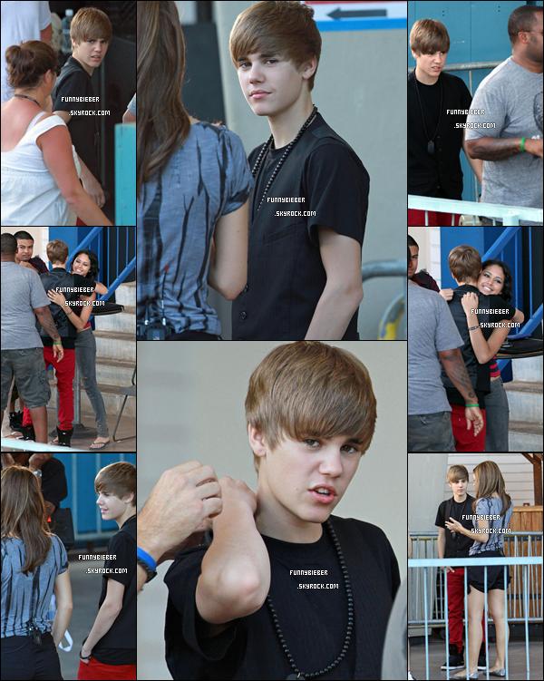 - - Photos de Justin se préparant à donné une interview à Access Hollywood - 8 Octobre, Hawaii - -