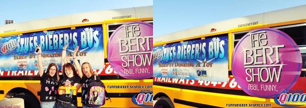 """- - Justin s'est rendu à la radio """" Q100 ATLANTA """" pour répondre a quelques questions et parler du Bieber's Bus. - En effet, le 24 décembre dernier, un bus était présent pour récolter des jouets qui ont étaient offert aux enfants malades d'Healthcare d'Atlanta pour s'assurer que chaque enfant recevra un cadeau pour Noël. Ce bus  « Stuff Bieber Bus » a été crée par Q100 et Justin. Les gens pouvaient y ramener autant de cadeaux qu'ils voulaient . Et apparemment, le bus s'est rempli très vite. Texte rédigé par jw.net,modifié par mes soins. - -"""