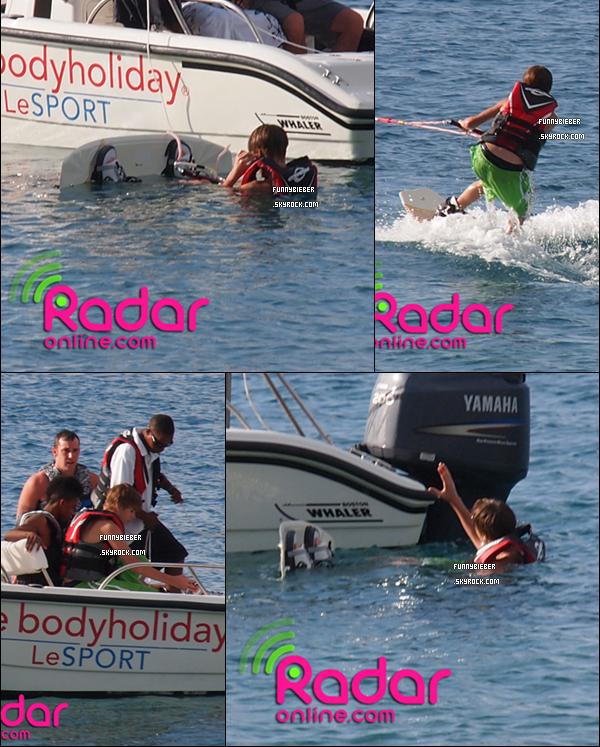 - - Le 5 Janvier dernier, Justin a été aperçu à St Lucia, faisant du jet ski avec son père et Lil Twist. - -