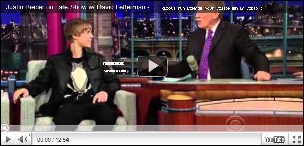 - - Justin était présent au David Letterman Show accompagné de sa maman. On peut voir qu'il a deux tenues différente. - 1 Février - -