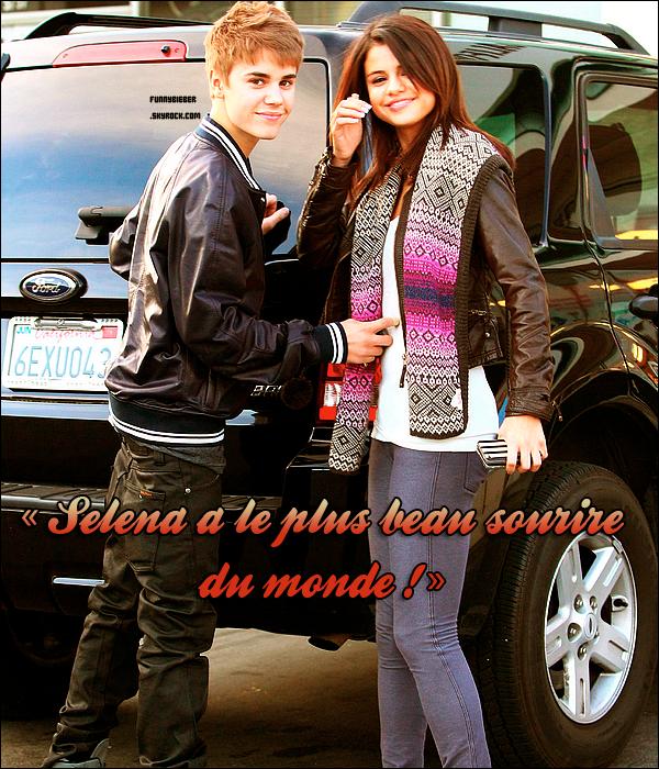 """- - JUSTIN FOU AMOUREUX ? - Alors qu'il y a quinze jours, Justin Bieber nous assurait encore qu'il ne partageait qu'une relation amicale avec Selena Gomez, son discours a changé du tout au tout depuis la cérémonie des Oscars, le 27 février dernier.   - C'est cet événement mondial qu'ils ont choisi pour officialiser leur relation et apparaître pour la première fois, main dans la main, sur un tapis rouge. Aujourd'hui, même en interview, Selena n'est plus un tabou pour Justin Bieber. Actuellement en pleine tournée européenne, il se confiait ce week-end à The People, un magazine britannique, sur les sentiments qu'il éprouve pour la starlette Disney âgée de 18 ans...  - """"Elle est trop sexy ! Bien sûr, n'importe quel garçon aime que sa copine soit sexy, mais c'est aussi très important pour moi qu'elle soit drôle !"""", explique-t-il d'abord. Il poursuit : """"J'adore blaguer et faire des plaisanteries sur les gens donc c'est primordial de trouver quelqu'un qui partage mon sens de l'humour. Et je retrouve toutes ces qualités chez Selena.""""  - Enfin, il conclut ces premières déclarations au sujet de sa girlfriend en faisant le plus beau des compliments : """"C'est quelqu'un de bien et je trouve qu'elle a le plus beau sourire du monde !"""".  Texte rédigé par PurePeople.fr , modifié par mes soins ! - -"""