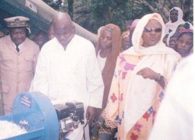 Remise des dons dans le département du Noun, Région de l'Ouest Cameroun