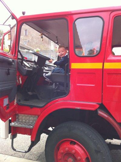 Hugo dans un Camion de Pompier, il est tres fier ! ( Aout 2010)