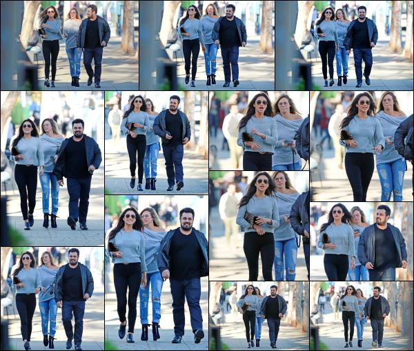 - 05.03.17 ─ Shay Mitchell est photographiée alors qu'elle allait chercher des pizzas avec des amis à Los Angeles ! [/s#00000ize]C'est dans une tenue très basique mais assez jolie que nous retrouvons Shay après plusieurs jours sans nouvelle ! Elle était très souriante. C'est un top.  -