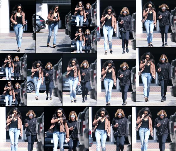 - 24.03.17 ─ Notre belle Shay Mitchell est photographiée allant déjeuner au  « Olive and Thyme » dans Los Angeles.[/s#00000ize]C'est avec sa meilleure amie, Ashley Benson que Shay a été aperçue dans les rues de Los Angeles ce matin là!! Les deux jeunes femmes ont l'air ravie !  -