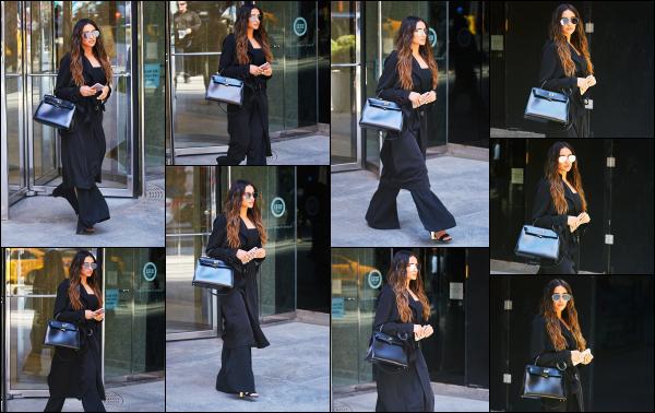 - 18.04.17 ─ Notre Shay Mitch' est photographiée alors qu'elle marchait tranquillement dans les rues de New York ![/s#00000ize]Un peu de temps libre pour notre sublime Shay après toute cette promotion qui a été faite dans la journée. Elle peut enfin souffler un peu !  Belle tenue.  -