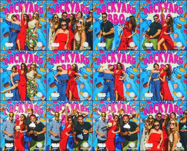 """"""" • Découvrez le PhotoBooth de Shay Mitchell au « Off The Menu Club Backyard BBQ ».  -"""