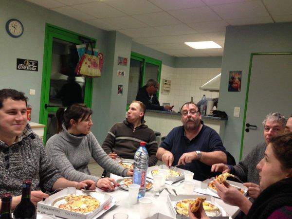 La famille Tabary qui mangent avec la famille Maury