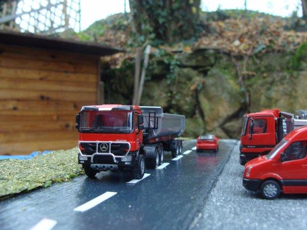 Mercedes tracteur 6x6 et porteur 8x4.