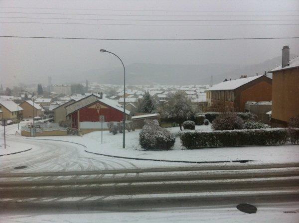 Tombe la neige ! Un peu de temps pour les minis :)