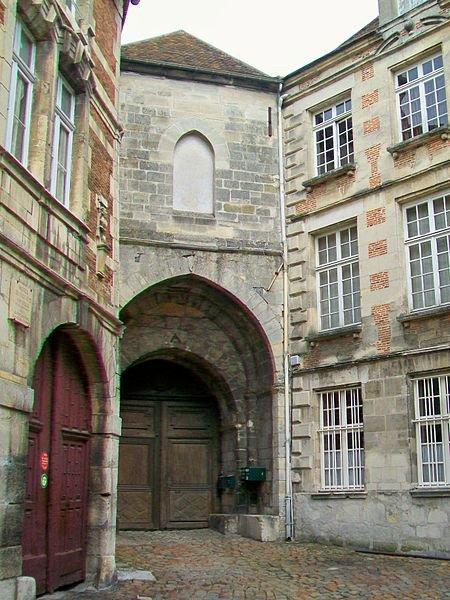 Châteaux et Palais _ _ Château royal de Senlis et prieuré Saint-Maurice