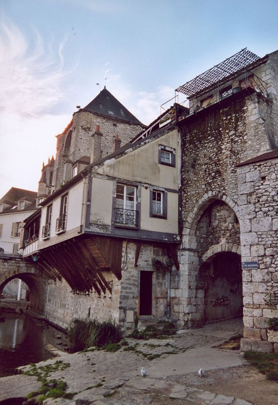 Moret-sur-Loing, Citée Médiévale