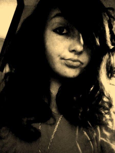 ღ   Souviens-toi que quelque part une personne est heureuse, simplement parce que tu existes.   ♥