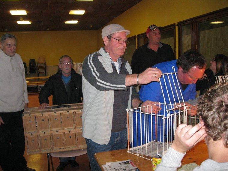 Belle performance pour l'exposition !!! L'Albatros d'ACHICOURT a été accueilli par Monsieur AUDEGOND,  Maire de WAILLY et les conseillers municipaux, qui nous ont offert la possibilité de réaliser cette manifestation à la Maison des associations. Un grand merci.