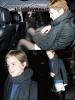22 Décembre 2010 ● Emma a été vue se baladant dans les rues de Londres. Je n'aime pas du tout sa jupe!
