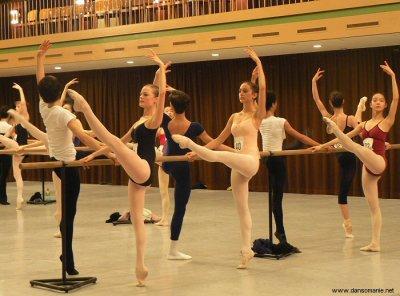""""""" La danse est le plus sublime, le plus émouvant, le plus beau de tous les arts, parce qu'elle n'est pas une simple traduction ou abstraction de la vie ; c'est la vie elle-même."""" - Henry Havelock Ellis"""