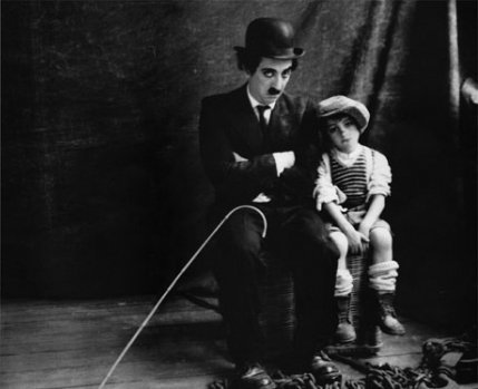 Gad Elmaleh rend hommage à Charlie Chaplin
