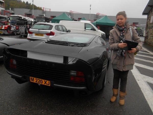 belle  voiture   :) jaguar xj 220  ( rare )