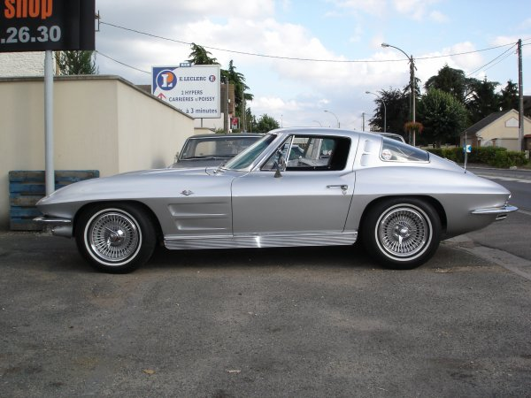 CORVETTE 1963 SPLIT WINDOW 327CI BOITE MECA