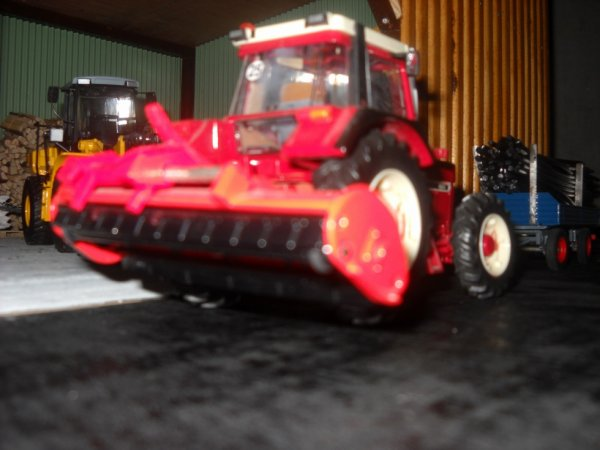 INTERNATIONAL 956xl avec broyeur Kuhn Rm280