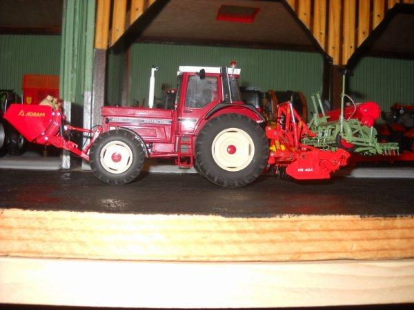 IH 1455xl avec la herse rotative Kuhn HR 404 et le semoir a blé Nodet GC 4m