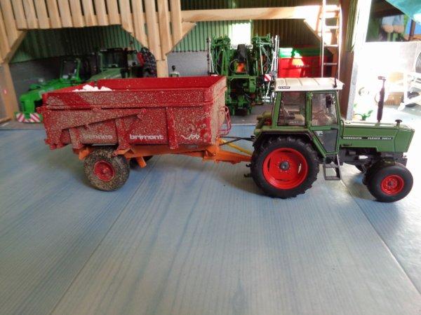 Fendt Farmer 306LS avec benne Brimont bb8 avec engrais