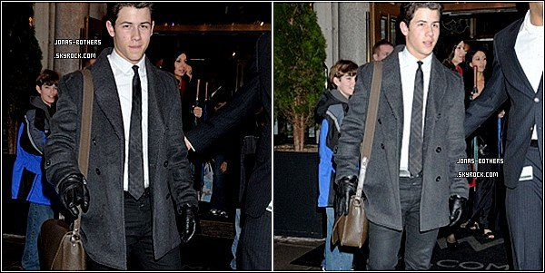 . 24-02-2011 : Hier, Joe & Ashley ont été photographiés à Beverly Hills. 24-02-2011 :Nick quitte les répétitions à la Maison Blanche. 24-02-2011 : Nick quitte son hôtel pour chanté lors du Motown Tribute devant le Président des Etats-Unis..