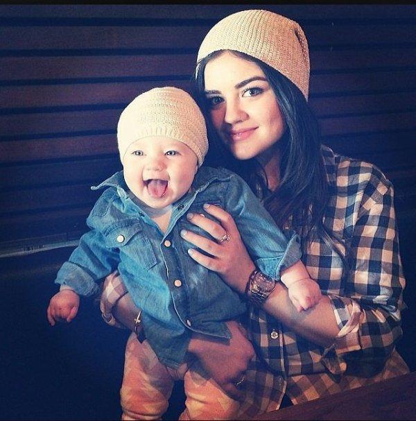 Lucy Hale avec le bébé de Tammin Sursok